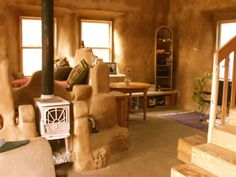 Learn where to find cork flooring and more natural building materials.Interior of tiny cob house. Farm Boy Meets Girl: Two Babies Later.: Cob Homes and a DreamCob is made out of clay, sand, straw, water, and earth - a totally natural and sustainableT Maison Earthship, Earthship Home, Cob Building, Building A House, Green Building, Adobe Haus, Tadelakt, Natural Homes, Straw Bales