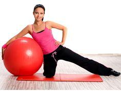 Soyez au top de haut en bas en travaillant aussi vos bras ! Cet exercice de Pilates minceur permet de les galber joliment pour une allure ultra féminine. Muriel Gaudin avec Studio Prisma