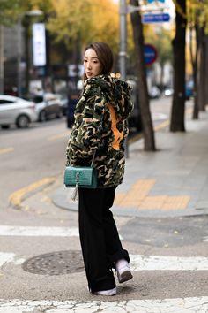 Women winter street style first week of november 2018 in seoul – écheveau Korean Fashion Pastel, Korean Fashion Work, Korean Fashion Ulzzang, Korean Fashion Winter, Winter Fashion Boots, Seoul, Grunge, Ootd, Street Style