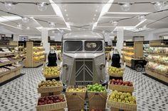 La Grande Epicerie at Le Bon Marché - luxery grocery - Paris Blog Architecture, Commercial Architecture, Food Retail, Retail Shop, Centre Commercial, Commercial Design, Commercial Interiors, Vegetable Shop, Bar A Vin