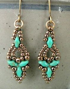 Elinor Earrings in turquoise.  Pattern here: http://craftyinspirationbylinda.blogspot.com/2015/06/free-beading-pattern-elinor-earrings.html   ~ Seed Bead Tutorials