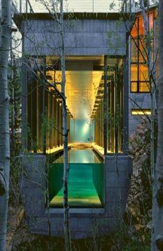 Amazing swimming pool. See thru...⭐️
