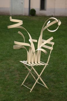 cornelia konrads - Artist Cornelia Konrads flaunts the findings of physicists with her gravity-defying installations. She creates mind-boggling sculptures that look a. Scale Art, Outdoor Chairs, Outdoor Decor, Take A Seat, Conceptual Art, Art Plastique, Art Sketchbook, Installation Art, Chair Design