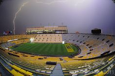 It never rains in Tiger Stadium Lsu Tigers Football, Tiger Stadium, Louisiana Homes, Death Valley, College Life, Pretty Pictures, Places, Sports, Lightning