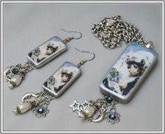 Domino Jewelry tutorials - several decoupage ideass here Domino Jewelry, Resin Jewelry, Jewelry Crafts, Jewelry Art, Beaded Jewelry, Vintage Jewelry, Handmade Jewelry, Jewelry Design, Jewelry Ideas