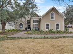 Welcome to this beautifully renovated home in Brickyard Plantation located just 10 minutes drive to the Mt. Pleasant Towne Centre and Isle of Palms Beach. This elegant home has an open floor plan with cathedral ceilings which flows nicely to the upgraded kitchen with custom tile backsplash. Any chef would enjoy the gourmet kitchen appliances soft-close kitchen cabinets and wood floors throughout. The first floor master bedroom with sitting area is large with vaulted ceiling. The master bath ... Isle Of Palms Beach, Master Bath, Master Bedroom, Closed Kitchen, Bedroom With Sitting Area, Cathedral Ceilings, Kitchen Cabinets, Kitchen Appliances, Garden Tub