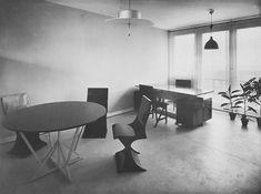 """Sitzgeiststuhl in der """"Wohnung für einen Junggesellen"""" für die Stuttgarter Weißenhofsiedlung 1927. Foto © Marta Herford"""