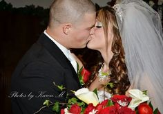 The kiss is the sweetest part. Photos by Karen Matos