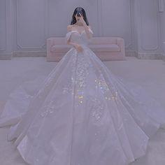 Korean Fashion Shorts, Kpop Fashion Outfits, Ulzzang Fashion, White Bridal Dresses, White Dress, Beautiful Prom Dresses, Pretty Dresses, Ball Dresses, Ball Gowns
