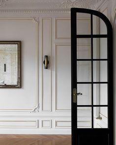 For Texas-based designer Christina Cole, this penthouse in Paris was not just another design project. In the process, she had the opportunity to touch ✌Pufikhomes - source of home inspiration Parisian Apartment, Paris Apartments, Apartment Design, Paris Apartment Interiors, Ottawa Apartment, Parisian Room, Apartment Layout, Studio Apartments, Parisian Style