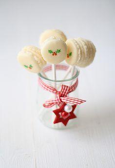 Macarons de navidad by SandeeA Cocina, via Flickr