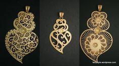 """O """"coração de Viana"""" é a peça representativa da tradição de ourivesaria Vianense, trabalhada em filigrana, atualizações desse modelo tradicional. Portugal. tradicional portuguese recreatiins, heart in gold. India Jewelry, Jewelry Sets, Gold Jewelry, Vintage Jewelry, Jewellery, We Are The World, Gold Filigree, Gem S, Chokers"""