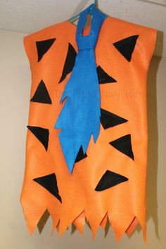 Looking for easy DIY Flintstones Costumes? I have the cutest kids Fred and Wilma costume!! It's so easy to make and you kids will love it as much as you do!