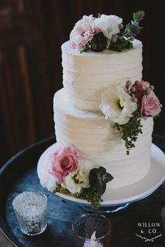 Two tier rustic wedding cake. i loved the double height tiers with frosting and fresh flowrs. photography by willow and co cake by All things sweet by Carissa
