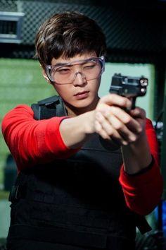 Joo-won shoots (hur hur) for Level 7 CivilServant