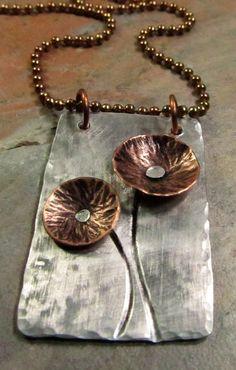 Metalwork Necklace with Mixed Metal Copper von FiredUpLadiesHammer