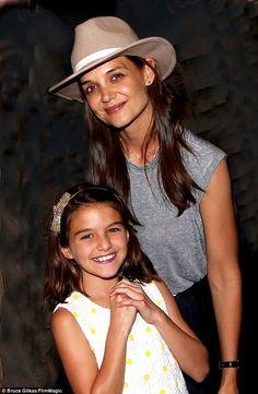 Katie Holmes 'visited beau Jamie Foxx backstage'