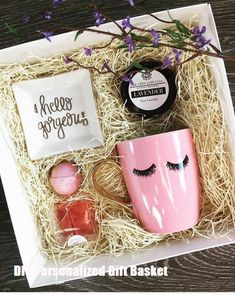 DIY Personalized Gift Baskets DIY Personalized Gift Basket For Anyone, Girlfriend, Kids, Mom Etc - Owe Crafts Birthday Box, Birthday Gifts For Her, Birthday Presents, Birthday Ideas, Birthday Present Diy, Birthday Gift Baskets, Christmas Baskets, Diy Christmas Gifts, Mum Christmas Present Ideas