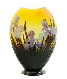 Art lorrain aux enchères: vase aux iris de Gallé