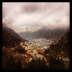 Vistas de Andorra la Vella y Escaldes-Engordany    - Photo by menxusanhi