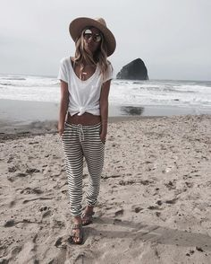 minimalist boho beach style | fitted sweatpants and a knotted white tea, wide brim hat