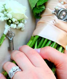Brides bouquet and grooms boutonnière with lock and key (vintage style wedding)