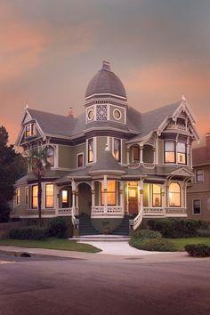 Victorian, Alameda, California photo via becca. I love Victorian homes. Victorian Architecture, Beautiful Architecture, Beautiful Buildings, Beautiful Homes, Classical Architecture, Victorian Style Homes, Victorian Era, Victorian Houses, Victorian Interiors