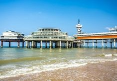 Strandurlaub | Sparen Sie bis zu 70% auf Luxusreisen | Secret Escapes Secret Escapes, Mansions, House Styles, Home, Vacation Package Deals, Manor Houses, Villas, Ad Home, Mansion