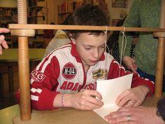 2015 febrero: Taller de encuadernación con Libris aprendiendo a coser los cuadernillos