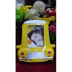 Frame Mobil Kuning  Capture your favourite moment in this beautil frame.