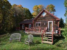 Goldilocks cabin, 1 mile from Stowe, 1 bedroom and 1 loft, sleeps 4. $1300 per week,