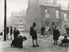 Roger Mayne, Street Scene, Leeds 1957, Vintage gelatin silver print