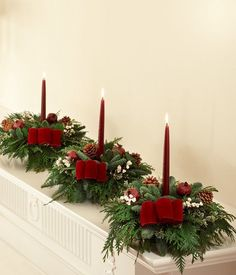 Christmas table centerpieces ideas - Home Page Christmas Candle Decorations, Christmas Flower Arrangements, Christmas Flowers, Christmas Holidays, Art Floral Noel, Deco Table Noel, Christmas Projects, Christmas Ideas, Centerpiece Flowers
