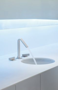 This faucet displays a strong, minimalist style. #housetrends