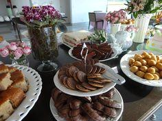 Festejar é tudo de bom!: Chá da tarde Coffee Time, Tea Time, Afternoon Tea Parties, Tea Latte, Happy Hour, Catering, Yummy Food, Appetizers, Cooking