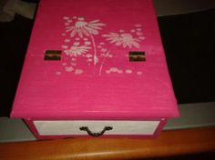 www.facebook.com/elsitiodemismanualidades  joyero tocador con cajon , y espejo en tonos rosados y blancos .