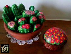 Cactus e primule Painted Stones di Rosaria Gagliardi