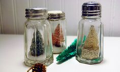 Cute idea for a small space decoration.  These could be made for different types of occassions, not just Christmas. www.stampersjoy.com