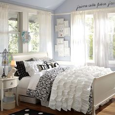 French Touches In This Black And White Teen Girls Bedroom Adds A Touch