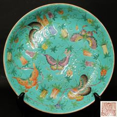 A CHINESE PORCELAIN PLATE, EARLY 19TH CENTURY   Dia: 24.5 cm (9 5/8 in )