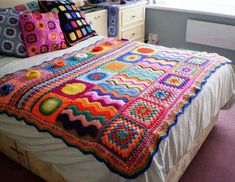 Multi Stitch Crochet Afghan, no pattern or item listed for sale, crochet…Amazing crocheted blanket in a rainbow of colours: pink (lots), red, turquoise…Groovy Crochet Patterns I like the sampler feelGroovy Crochet Patterns--this would be easy wor Beau Crochet, Crochet Home, Love Crochet, Beautiful Crochet, Crochet Crafts, Crochet Projects, Knit Crochet, Diy Crafts, Crochet Bedspread Pattern