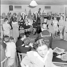 "U.S.O. Essay Dallas. Date taken: May 1942; Photographer: John Florea. Unpublished photo from the article ""USO In Peace and War It Has Proven Its Worth"" - June 29, 1942 LIFE magazine. 