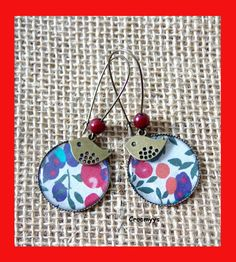 Grandes boucles d'oreilles liberty wiltshire rouge et turquoise : Boucles d'oreille par crocmyys