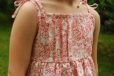 love these pleated details on a simple summer dress - a great tutorial for pleats, bias tape shoulder ties and simple pattern drafting