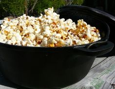 Skip the Wienies on a stick over the fire while camping. Take your Dutch ovens and have Gourmet meals, Snacks & Desserts while enjoying the outdoors. Cast Iron Dutch Oven, Cast Iron Cooking, Oven Cooking, Fire Cooking, Cooking Salmon, Dutch Oven Recipes, Cooking Recipes, Vegan Recipes, Homemade Kettle Corn