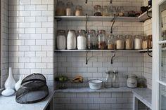 A trovarli stì vasi in Italia.... sono di una semplicità spaventosa e introvabili!! Décor de Provence