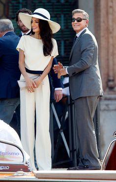 Amal Alamuddin und George Clooney nach der standesamtlichen Trauung. Love her outfit