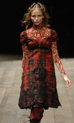 Alexander McQueen Fall/Winter 2006, Widows of Culloden, McQueen Tartan