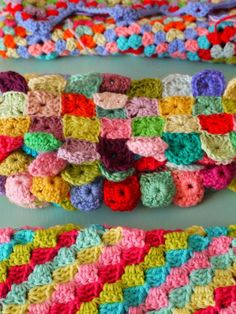 Love this would be a good use for all my scrap yarn. Could make pillows, scarves, throw blankets...
