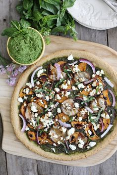 An easy and delicious grain free pizza. Topped with Kale pesto, sweet potato, goat cheese and a balsamic reduction. GF and Vegetarian